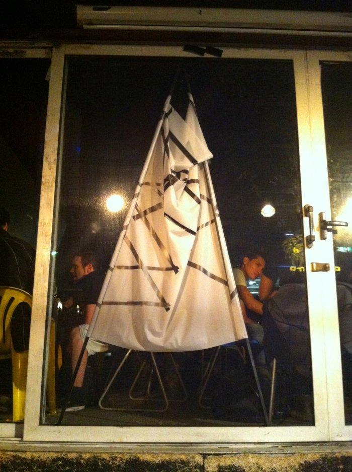 Theresa Eipeldauer: Flag, 100 x 140 cm, Siebdruck auf Folie, 2012