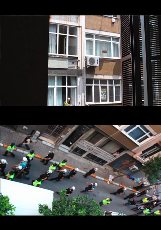 Ricarda Denzer, kapı açık, 2013/14,  2 Stills aus Video, 17´29``