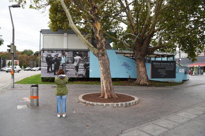Aimée Suárez Netzahualcóyotl, Komm näher/Get close/ Acércate, 2018, Billboardinstallation
